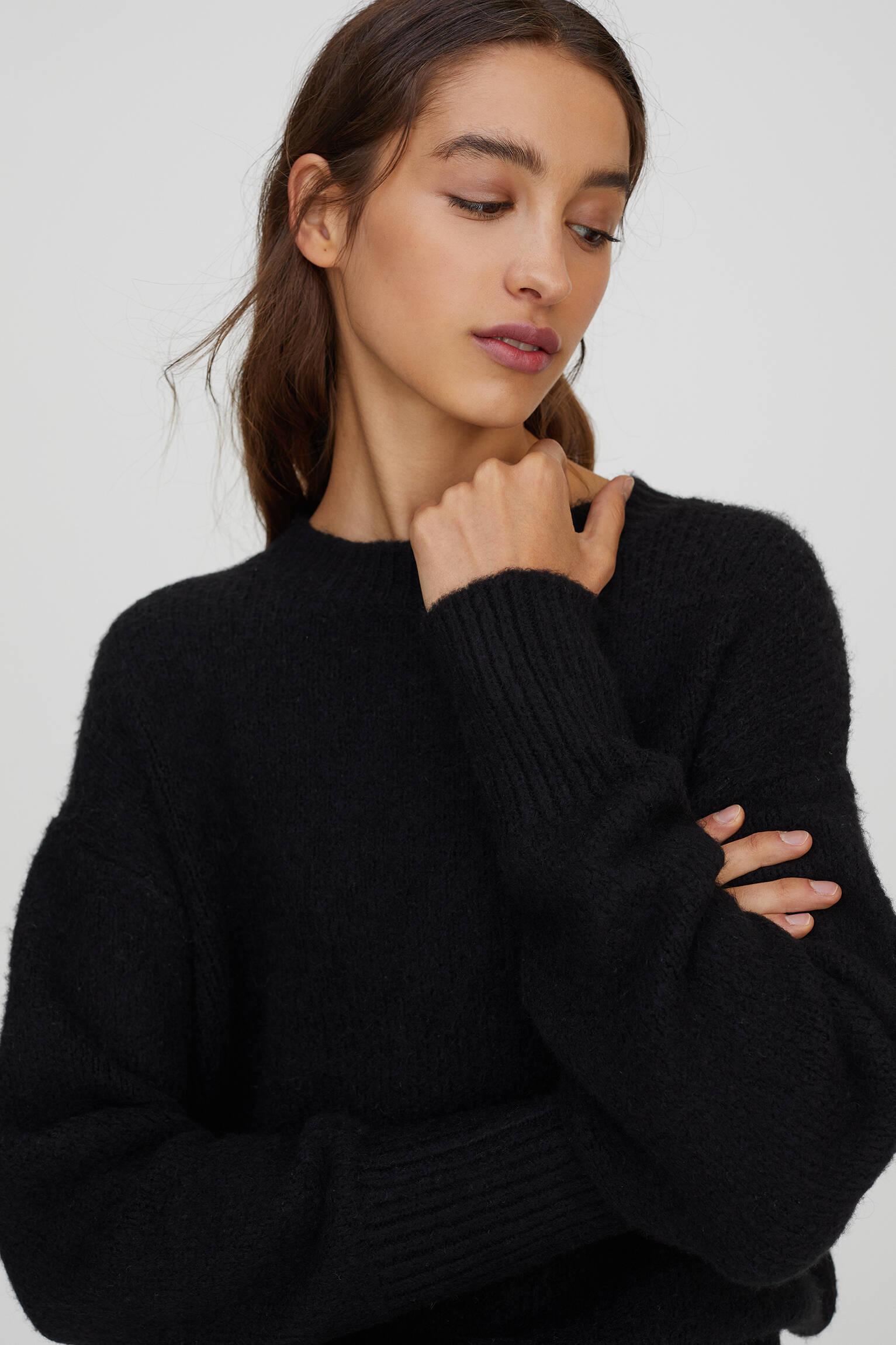 Мягкий свитер из синтетической шерсти ЧЕРНЫЙ Pull & Bear