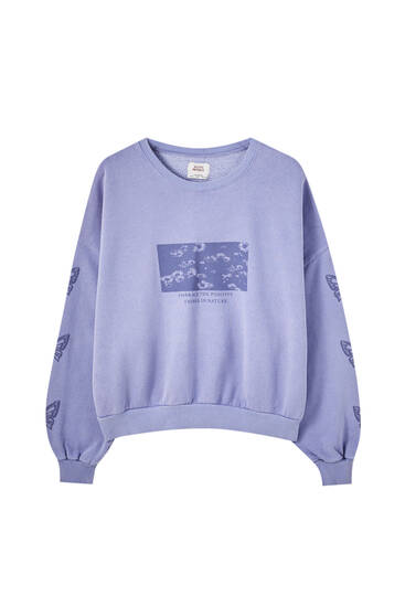 Blue sweatshirt with print sleeves