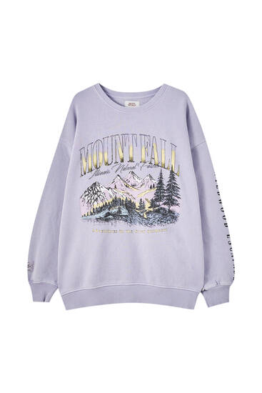 Vintage sweatshirt with mountain graphic