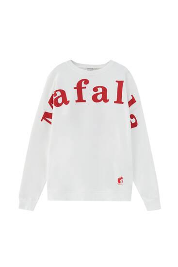 White sweatshirt with Mafalda slogan