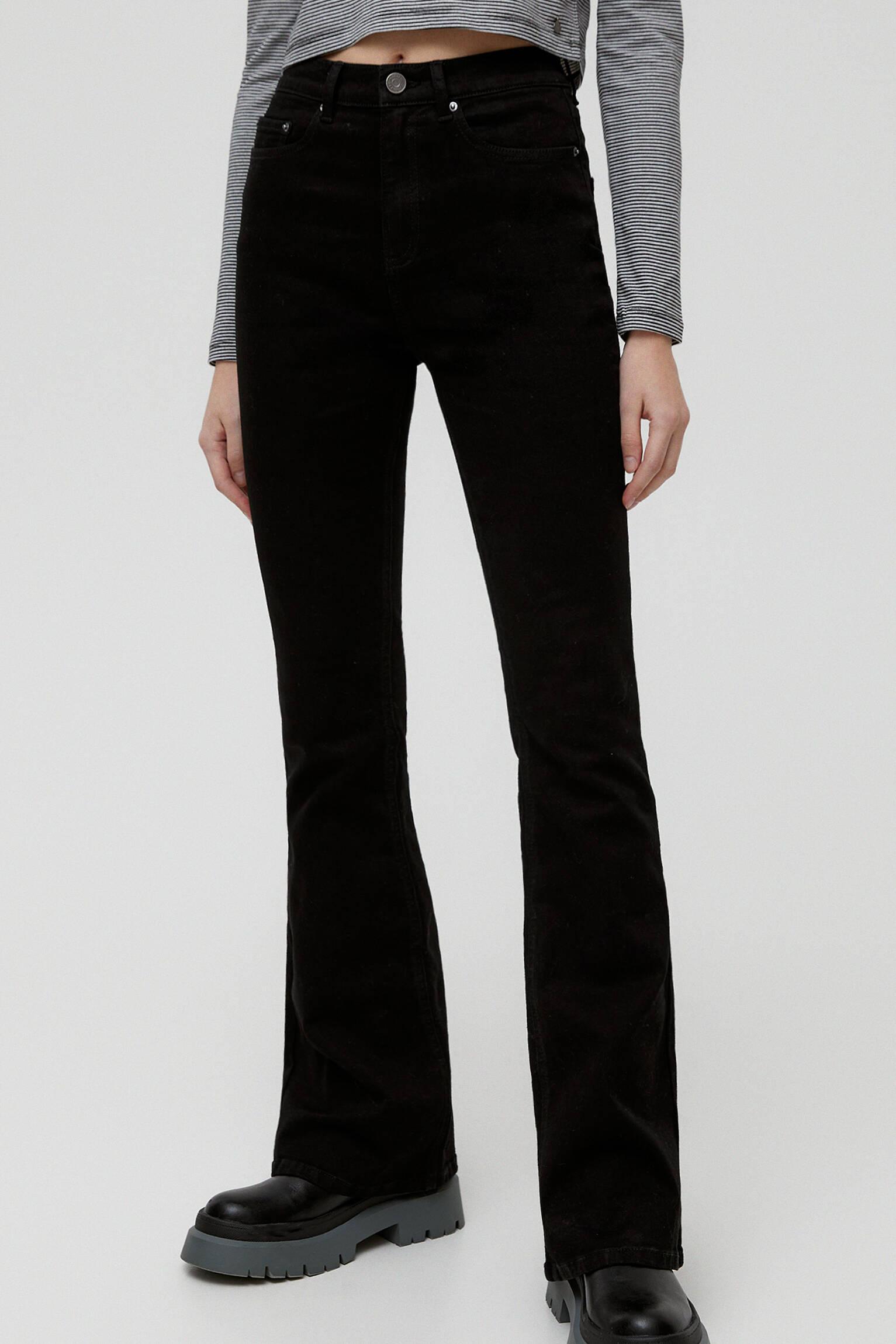 Черные джинсы клеш Черный Pull & Bear