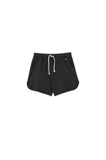 Basic shorts with an elastic waistband