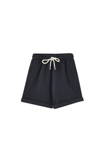 Contrast drawstring Bermuda shorts