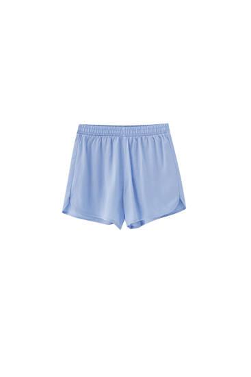 Shorts with an elastic waistband