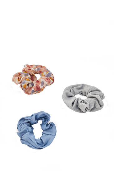 3-pack of floral and plain scrunchies