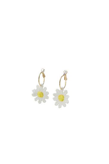 Daisy crochet hoop earrings