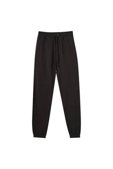 Pantalón jogger básico goma bajo
