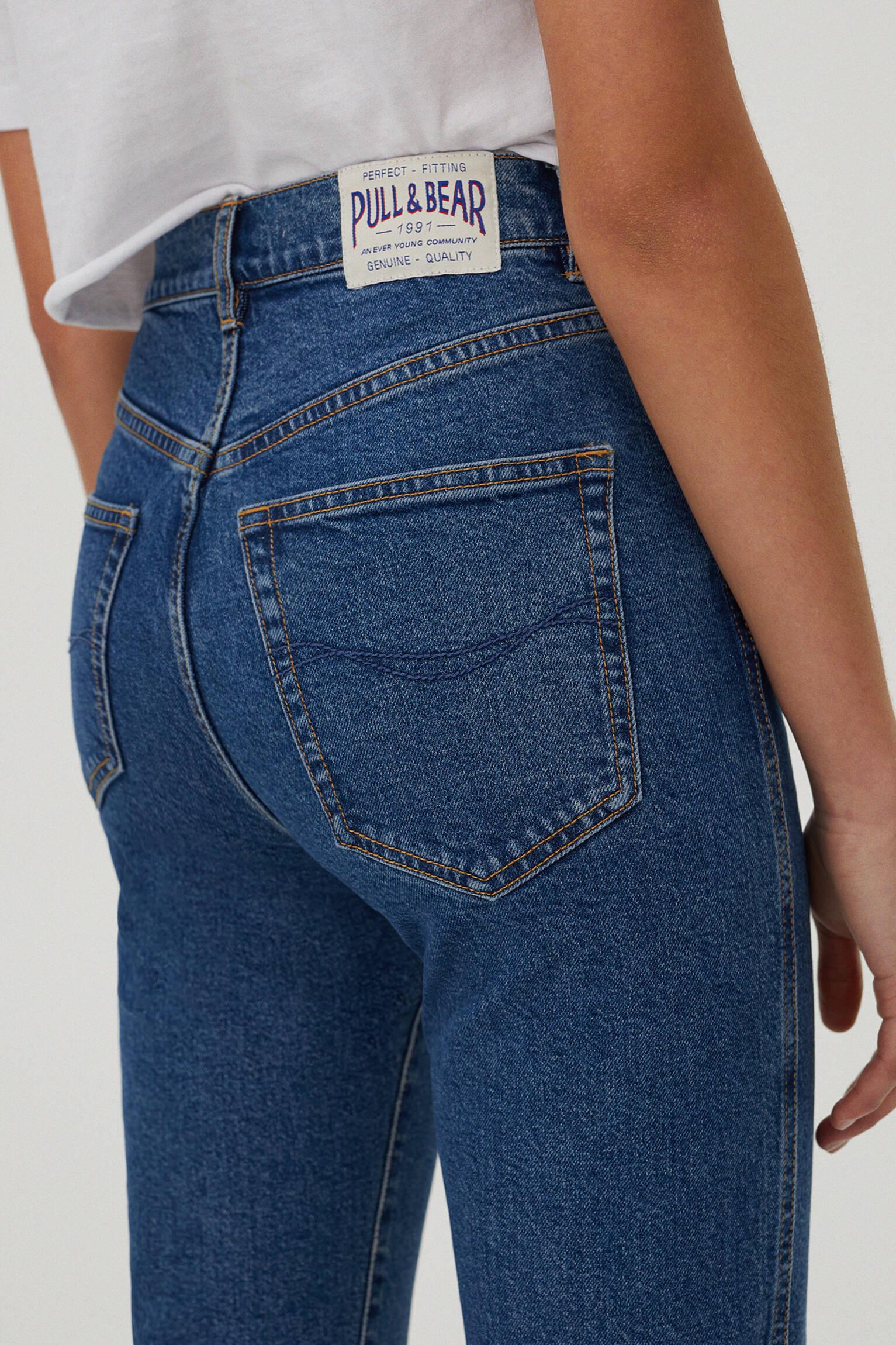 Облегающие джинсы mom fit комфортной посадки Синий Pull & Bear