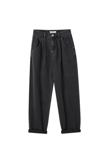 Jeans slouchy detalle pinzas
