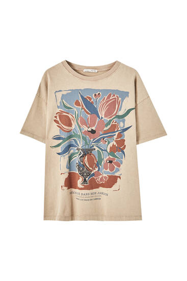 Brown T-shirt with vase illustration