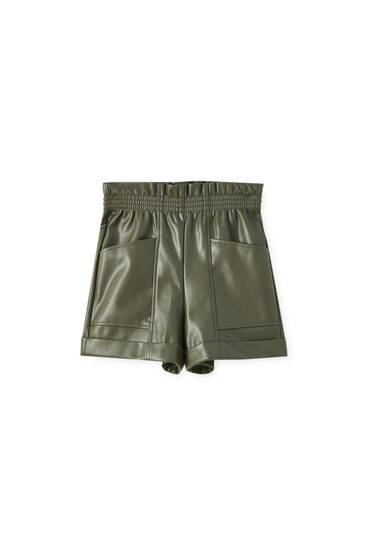 Faux leather shorts with an elastic waistband