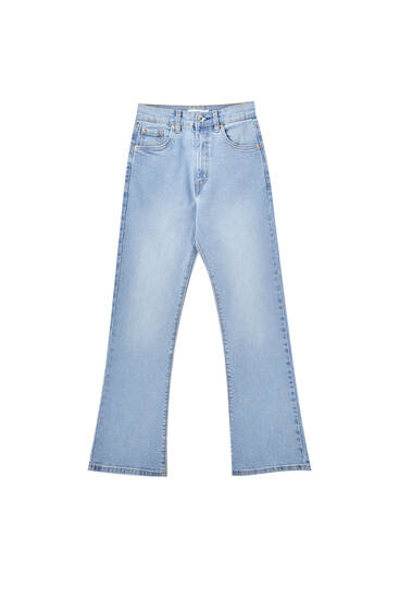 Jeans básicas corte kick flare
