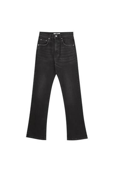 Jeans básicos corte kick flare
