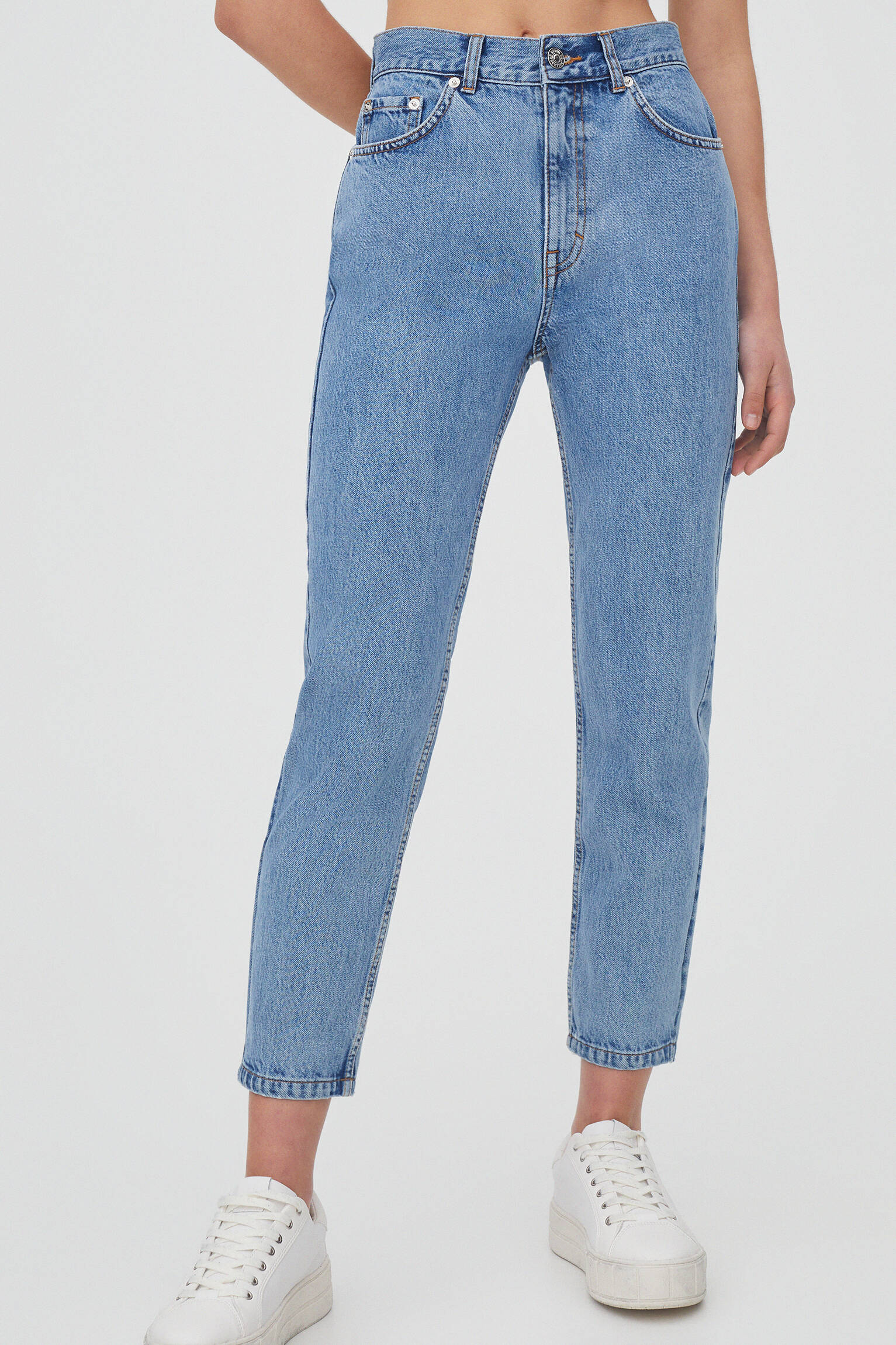 Базовые джинсы mom fit ВЫЦВЕТШИЙ СИНИЙ Pull & Bear