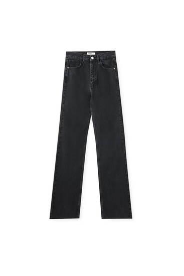 Μαύρο ψηλόμεσο τζιν παντελόνι σε ίσια γραμμή