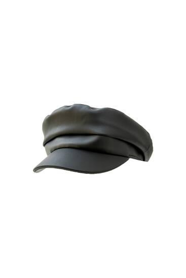 Crna beretka od umjetne kože