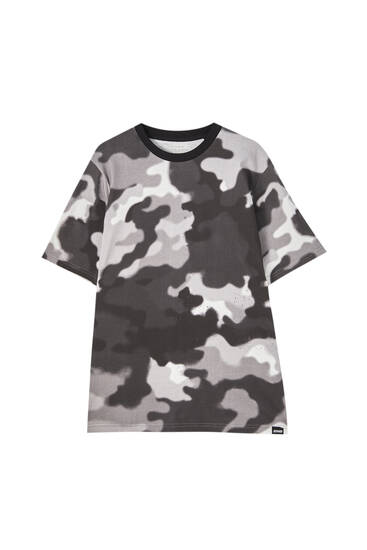 Black camouflage print T-shirt