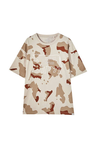 T-shirt with a cow print and slogan