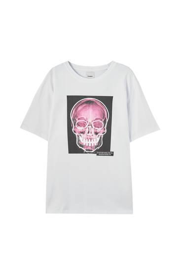 White T-shirt with skull illustration