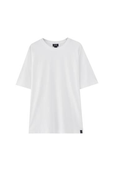T-shirt i basmodell med etikett - 100 % ekologiskt odlad bomull