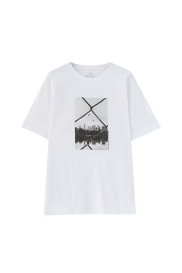 T-shirt with fence illustration