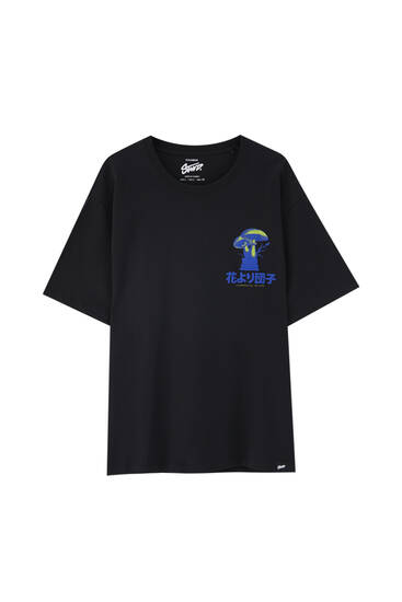Svart t-shirt med tryck fram