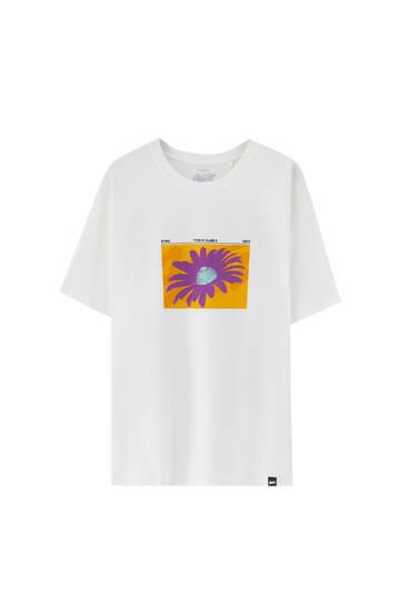 Wit T-shirt met contrastprint op de voorkant