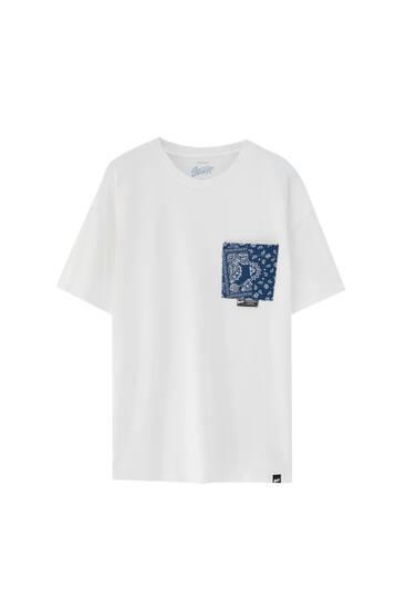 Wit T-shirt met bandanaprint