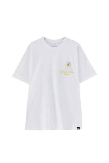 White T-shirt with contrast cloud illustration