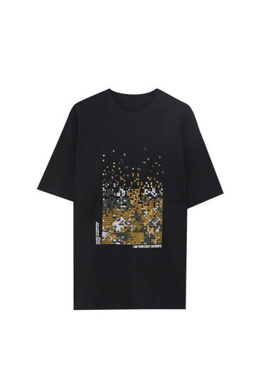 Platūs marškinėliai su kamufliažo raštu