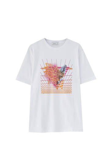 טי שירט בצבע לבן עם איור שועל שנות השמונים