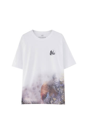 T-shirt with tie-dye hem and skull illustration