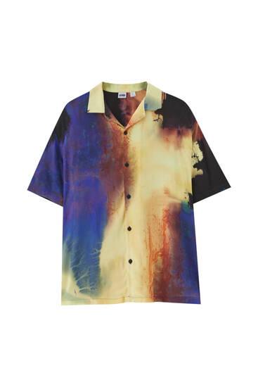Сатенирана риза с щампа и къс ръкав
