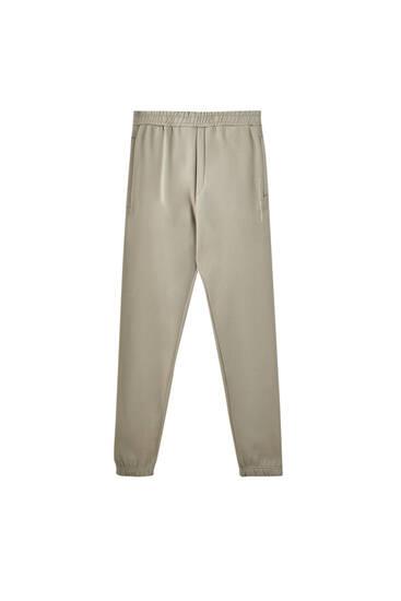 Sportske pantalone sa kontrastnim logotipom