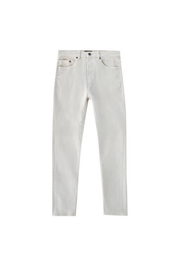 Färgade slim fit jeans