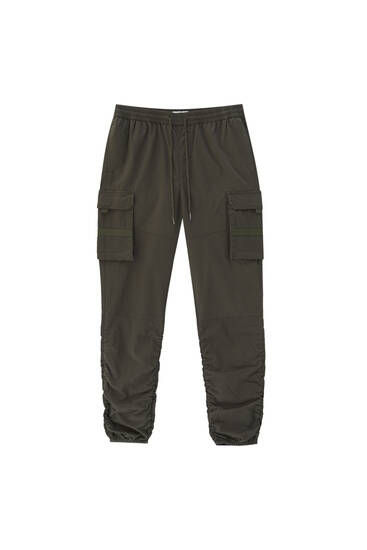 Wrinkled fabric cargo trousers
