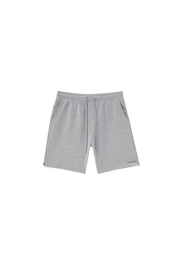 Basic Bermuda jogging shorts with pockets
