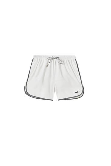 Short swimming trunks with contrast details