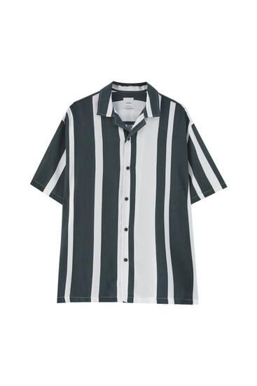 Košulja s okomitim prugama