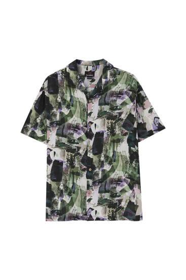 חולצה עם הדפס ונקודות בצבע ירוק