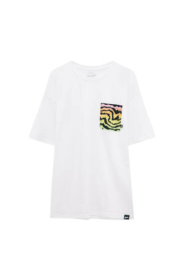 White T-shirt with wave pocket