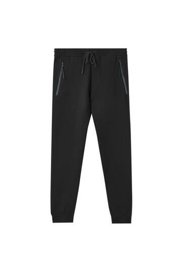 Pantalón jogger cremalleras contraste