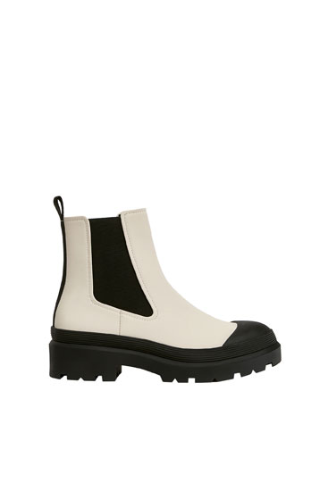Chelsea boots with toecap detail