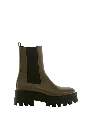 حذاء بوت Chelsea ذو الرقبة بنعل تراك