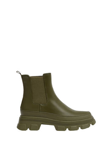 Rubberised Chelsea boots
