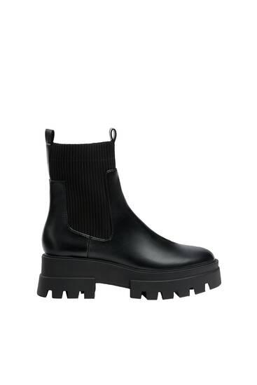 Sock-Boots mit Profilsohle