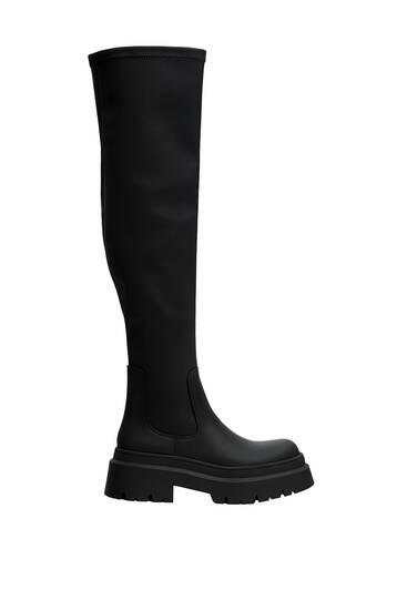 מגפיים גבוהים שטוחים עם סוליות טרקטור