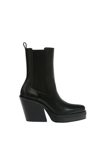 Leather ankle boots with square toe