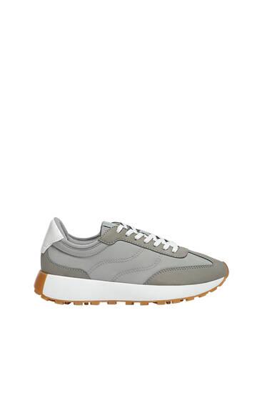 Αθλητικά παπούτσια με αντίθετο συνδυασμό