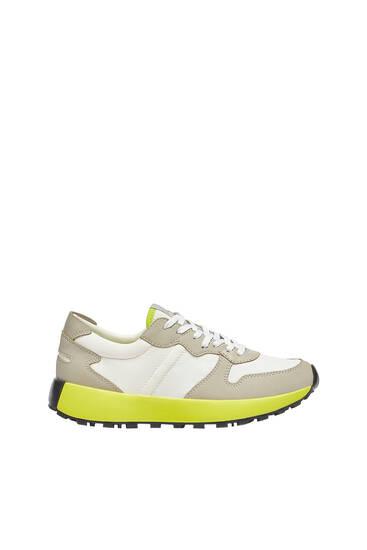 נעלי סניקרס עם סוליה זוהרת